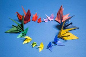Hiasan origami tempel atau gantung