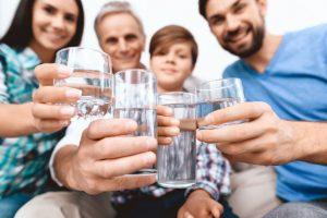 Ajarkan Anak dan Kelurga untuk Rutin Minum Air Putih