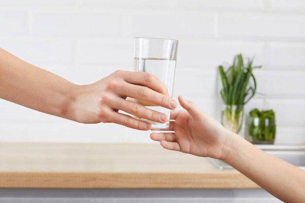 Pentingnya Mengetahui Manfaat Air Putih untuk Anak-anak