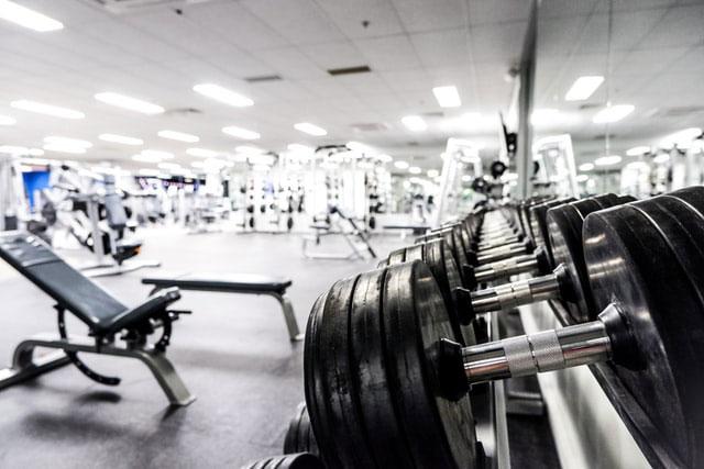 Alat Olahraga di Tempat Fitness