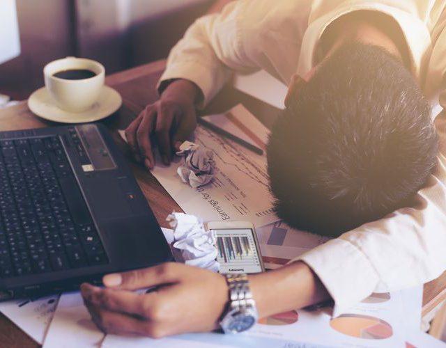 Kelelahan karena Pekerjaan dan Kurang Tidur? Ini 5 Solusinya!